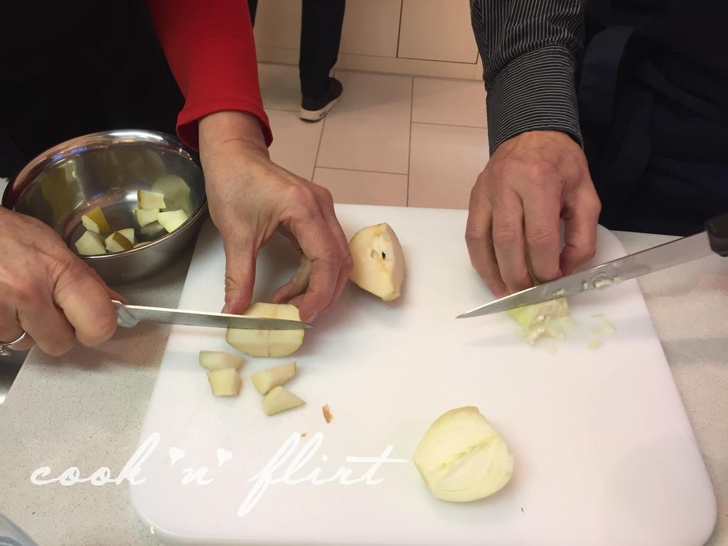 Cook 'n' Flirt wird geliked, Birnen Würfeln